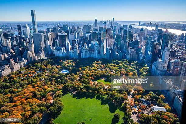 new york city skyline, central park, autumn foliage, aerial view - stad new york stockfoto's en -beelden