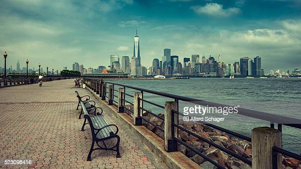 new york city skyline from liberty state park new jersey - hudson river stock pictures, royalty-free photos & images
