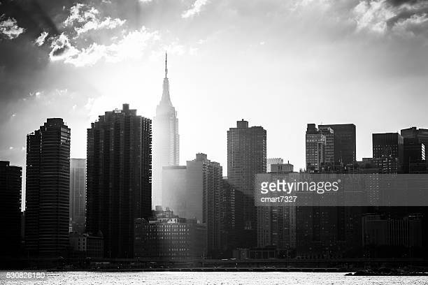 new york city skyline - zwart wit stockfoto's en -beelden