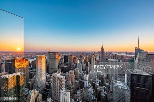 new york city wolkenkratzer in der dämmerung, usa - central park manhattan stock-fotos und bilder