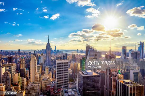 usa, new york city, skyscrapers in manhattan against the sun - urban sprawl stock pictures, royalty-free photos & images