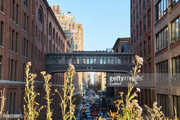 new york city street at rush hour - manhattan new york city stock pictures, royalty-free photos & images