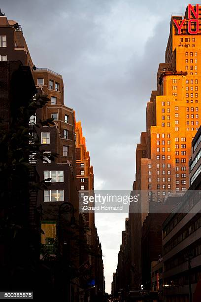new york city street at twilight - new yorker building stock photos and pictures