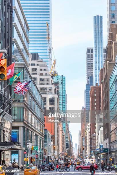 new york city street. - avenida fotografías e imágenes de stock