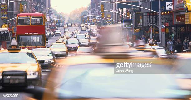 new york city street - double decker bus stock pictures, royalty-free photos & images