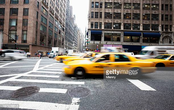 New York City Streets: Traffic, Rush and Yellow Cabs