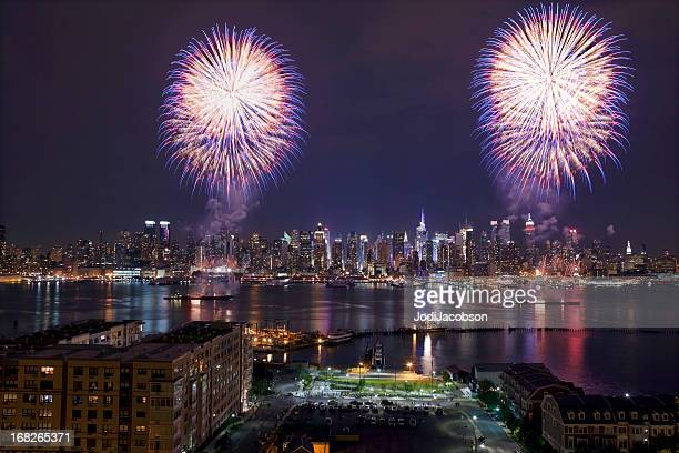 new york city syncronized fireworks - july stock pictures, royalty-free photos & images