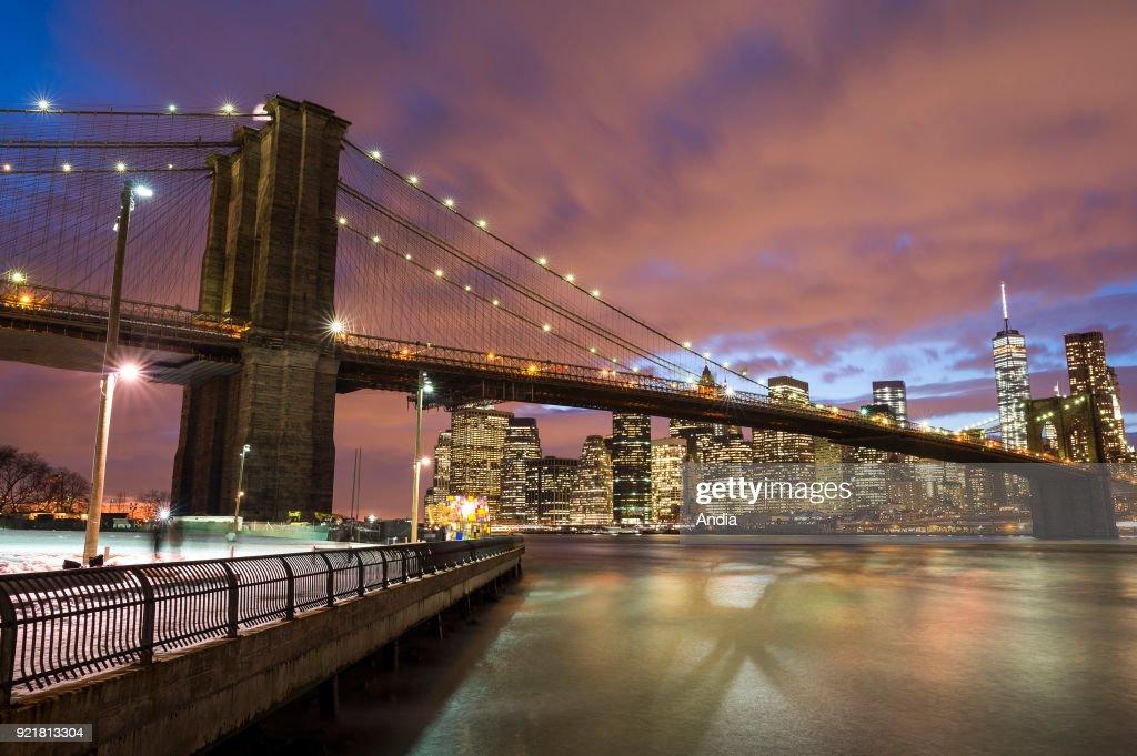 Brooklyn Bridge at night. : News Photo