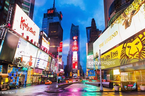 new york city, times square, neon lights and ads of times square - times square manhattan bildbanksfoton och bilder