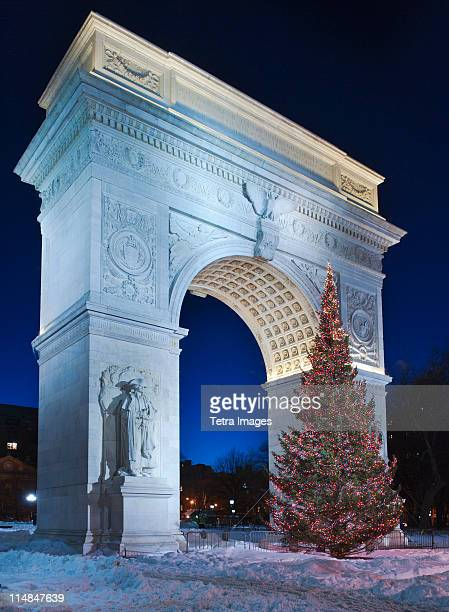 usa, new york city, washington square arch at night - washington square park stock pictures, royalty-free photos & images