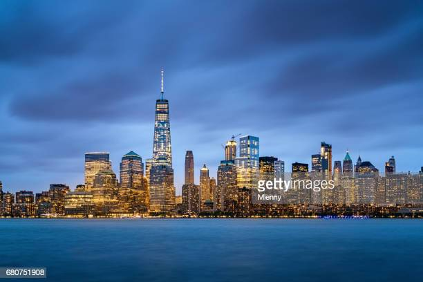 new york cityscape at night manhattan skyline - one world trade center stock pictures, royalty-free photos & images