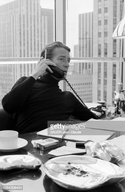 New York EtatsUnis 25 août 1980 Rendezvous avec le créateur de vêtements HALSTON dans son bureau du 21è étage de l'Olympic Tower sur la cinquième...