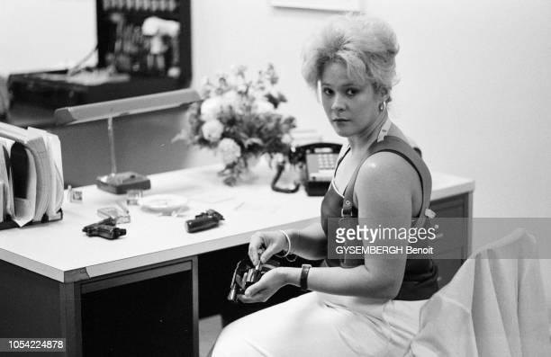 New York EtatsUnis juillet 1981 Femmes exerçant la profession de gardes du corps Elles portent des armes à feu Portrait d'une garde du corps...