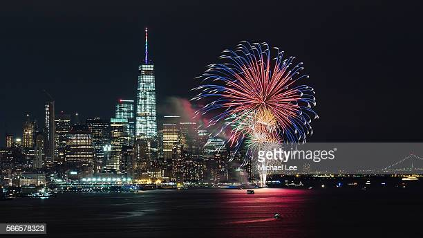 new york fireworks in lower manhattan - one world trade center stock pictures, royalty-free photos & images