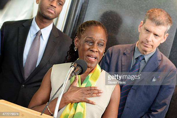 New York First Lady Chirlane McCray visits the Empire State Building to raise awareness for mental health at The Empire State Building on May 5 2015...