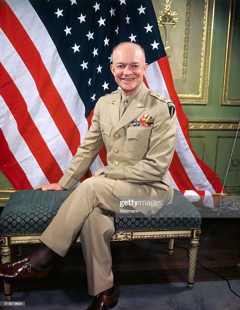 General Dwight D. Eisenhower Posing near American Flag : ニュース写真