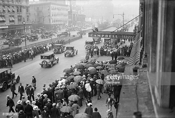 General view of crowd outside Campbell funeral home during memorial for screen idol Rudolph Valentino