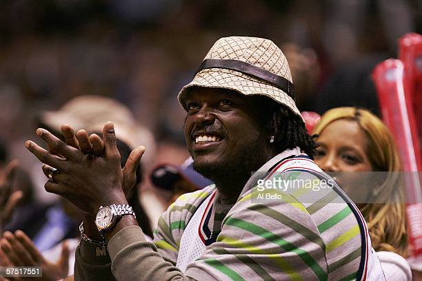 New York Giant linebacker Lavar Arrington cheers during the final seconds of a 9286 win for the New Jersey Nets against the Indiana Pacers in Game 5...
