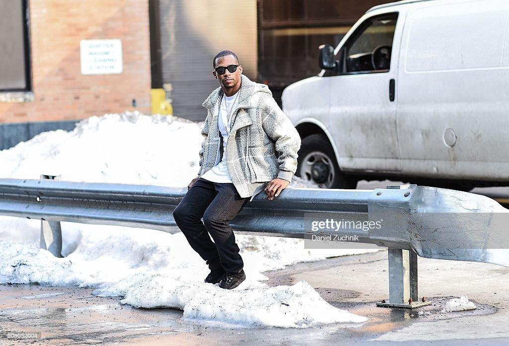 Street Style - Day 2 - New York Fashion Week: Men's Fall/Winter 2016 : Nachrichtenfoto