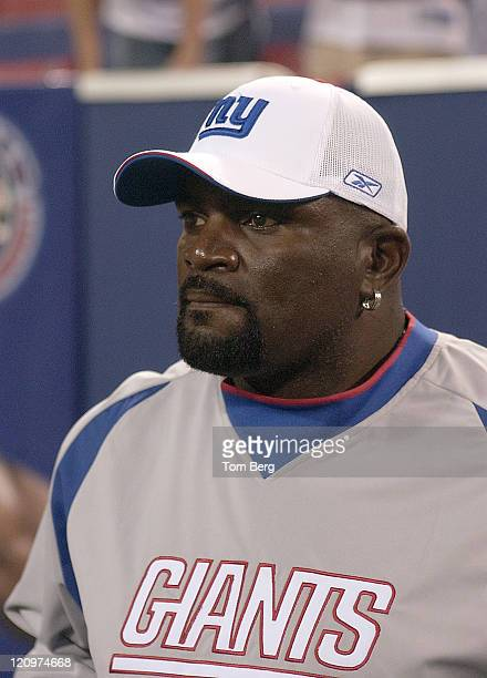 New York Giants line backer Lawrence Taylor 10 Pro Bowls retired after 1993 season with 1321/2 sacks inducted into Hall of Fame in 1999 on the field...