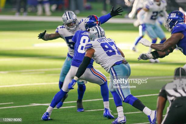 New York Giants Quarterback Daniel Jones is sacked by Dallas Cowboys Defensive End Everson Griffen and Linebacker Jaylon Smith during the NFL game...
