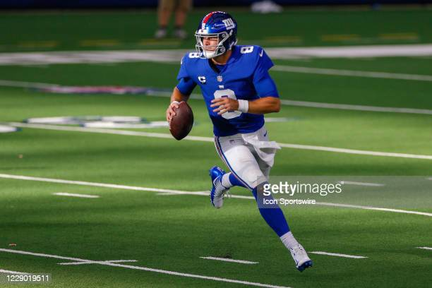 New York Giants Quarterback Daniel Jones rolls out of the pocket during the NFL game between the New York Giants and Dallas Cowboys on October 11,...