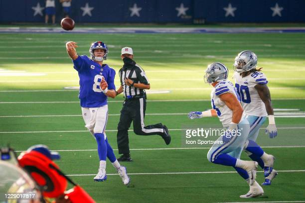 New York Giants Quarterback Daniel Jones throws while running towards the sidelines during the NFL game between the New York Giants and Dallas...