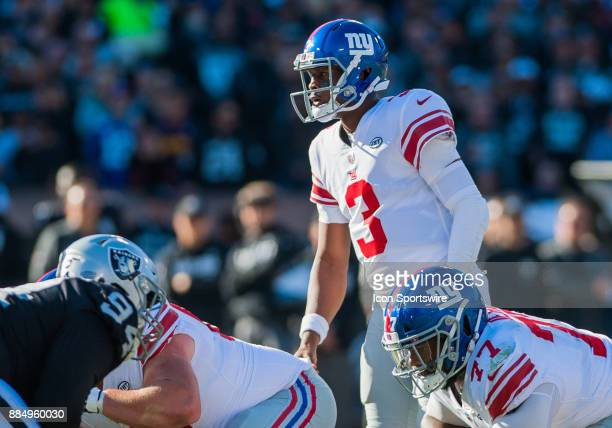 New York Giants quarterback Geno Smith gets set to hike the ball during the game between the Oakland Raiders and the New York Giants on December 3...