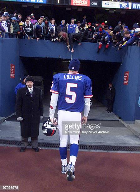 New York Giants' quarterback Kerry Collins heads to the lockeroom after the Giants lost to the Minnesota Vikings 34 17 at Giants Stadium
