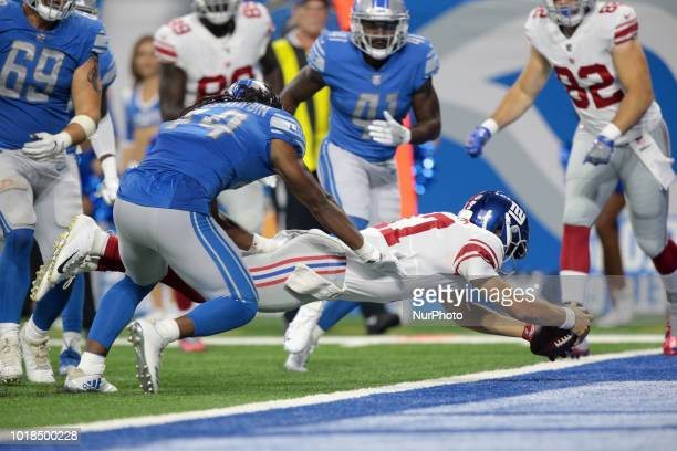 New York Giants quarterback Kyle Lauletta scores a touchdown during the second half of an NFL football game against the Detroit Lions in Detroit...