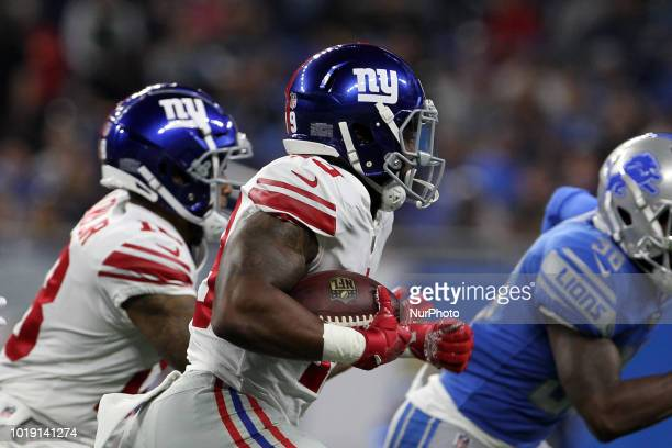 New York Giants running back Robert Martin runs the ball during the second half of an NFL football game against the New York Giants in Detroit...