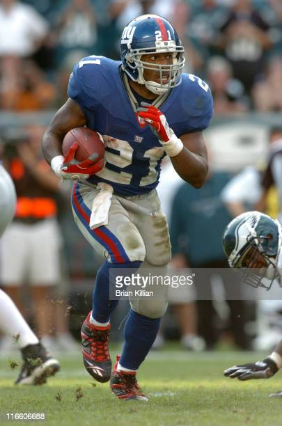 New York Giants running back Tiki Barber rushes through a hole in the Philadelphia Eagles defense on Sunday September 17 2006 at Lincoln Financial...