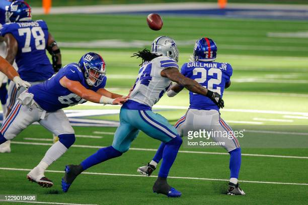 New York Giants Running Back Wayne Gallman makes a reception with Dallas Cowboys Linebacker Jaylon Smith defending during the NFL game between the...