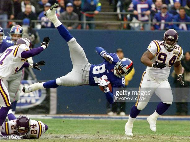 New York Giants wide receiver Amani Toomer makes a reception against the Minnesota Vikings during the first quarter of the NFC Championship game in...