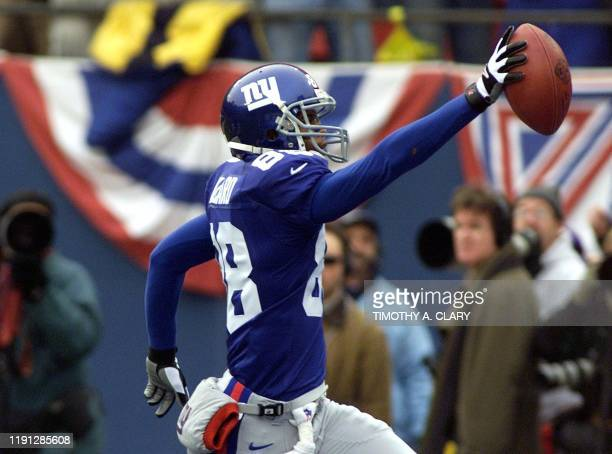 New York Giants' wide receiver Ike Hilliard celebrates his touchdown against the Minnesota Vikings reception early in the first quarter of the NFC...