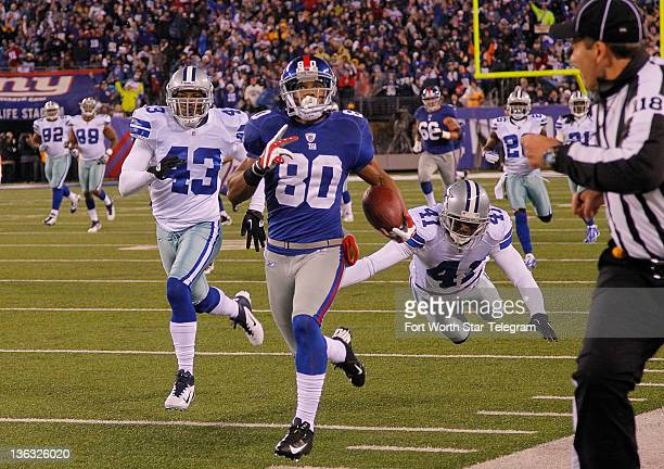 New York Giants wide receiver Victor Cruz outruns Dallas Cowboys free safety Gerald Sensabaugh and cornerback Terence Newman taking a short pass 74...