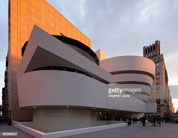new york guggenheim museum - solomon r. guggenheim museum stock pictures, royalty-free photos & images