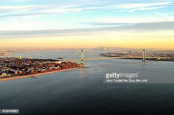 new york harbor at sunrise - ilha staten - fotografias e filmes do acervo