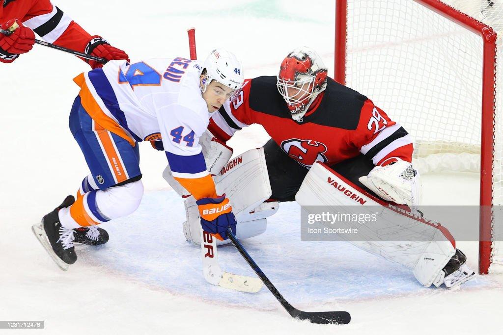 NHL: MAR 13 Islanders at Devils : News Photo