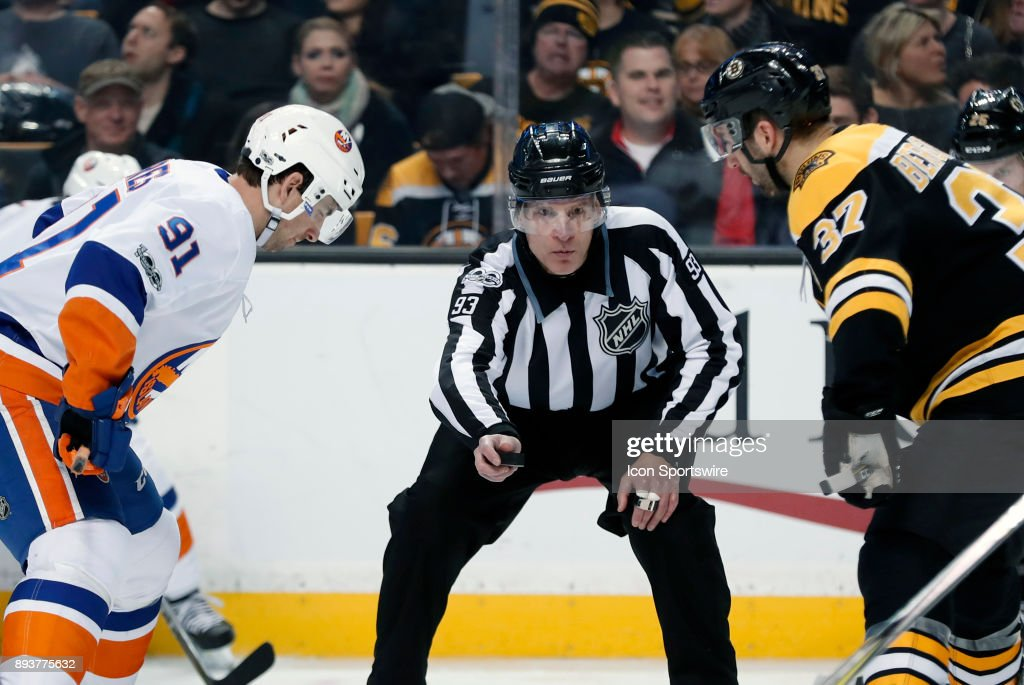 NHL: DEC 09 Islanders at Bruins : News Photo
