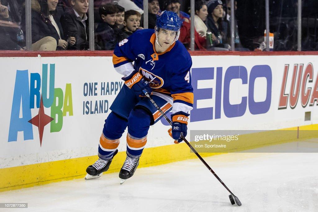 NHL: DEC 12 Golden Knights at Islanders : News Photo