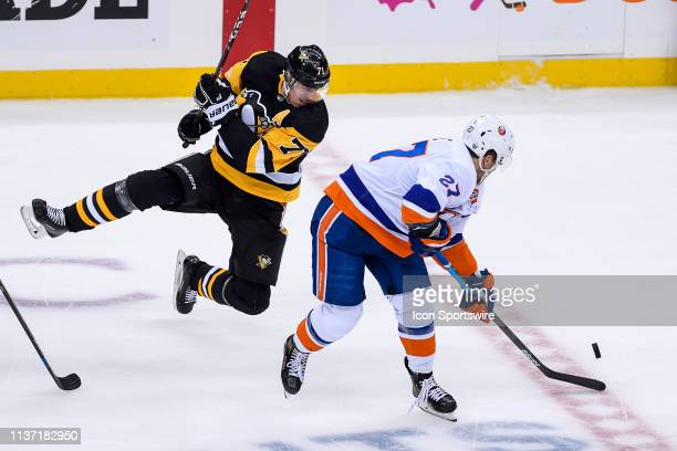 New York Islanders left wing Anders Lee and Pittsburgh Penguins center Evgeni Malkin go for the puck during the third period in Game 3 of the First...