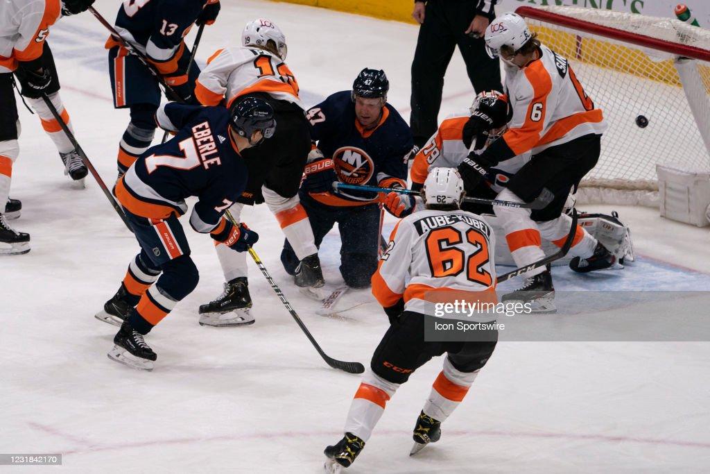 NHL: MAR 20 Flyers at Islanders : News Photo