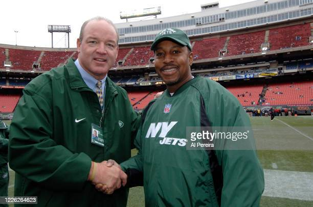 New York Jets alumni player and Radio Host Marty Lyons meets with New York Mets Manager Willie Randolph when they attend the New York Jets vs Tampa...