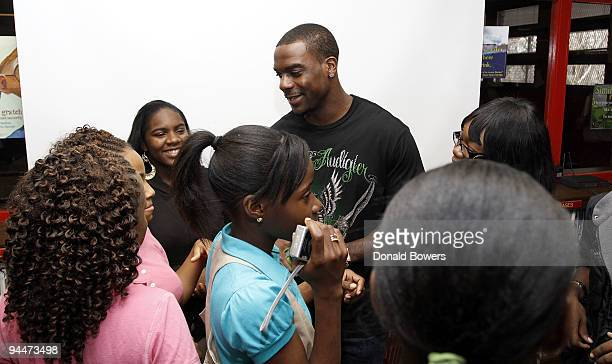 New York Jets Jerricho Cotchery speaks with students after the launch of VISA's Financial Football at Boys Girls High School on December 15 2009 in...