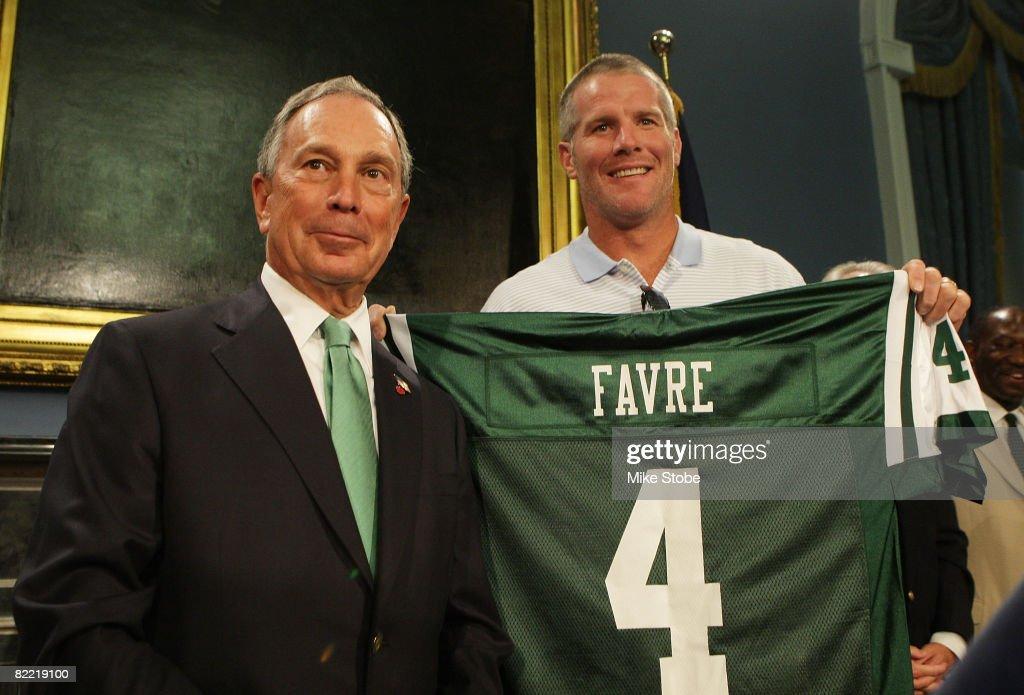 Mayor Bloomberg Welcomes Brett Favre to New York : News Photo
