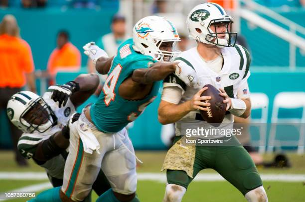 New York Jets Quarterback Sam Darnold looks for a receiver as New York Jets Offensive Tackle Kelvin Beachum pulls Miami Dolphins Defensive End Robert...