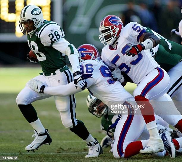 New York Jets running back Curtis Martin breaks away from a tackle by Buffalo Bills defenders Eric Flowers and Keith Newman in the first quarter 30...