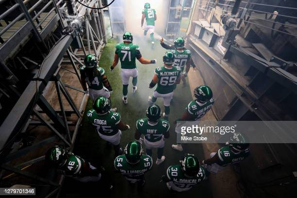 New York Jets take the field prior to the start of the game against the Arizona Cardinals at MetLife Stadium on October 11, 2020 in East Rutherford,...