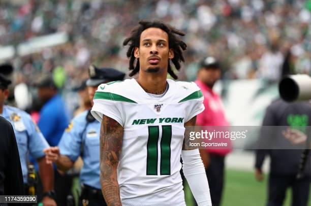 New York Jets Wide Receiver Robby Anderson leaves the field after the first half during the game between the New York Jets and Philadelphia Eagles on...
